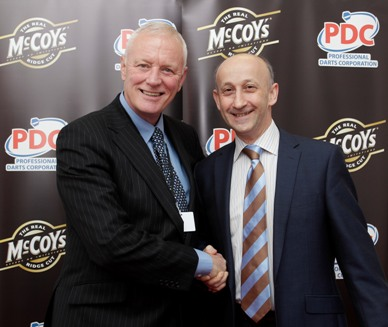 Unicorn: коммерческий директор Unicorn Эдвард Лоуи и Глава PDC Барри Хённ (Unicorn MD Edward Lowy with PDC Chairman Barry Hearn) на фото